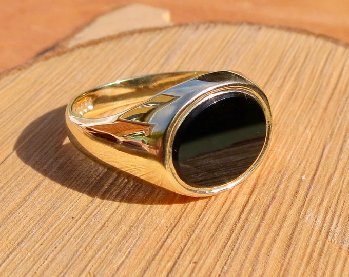 Gold signet ring, black onyx,  9k yellow gold, vintage from 1977