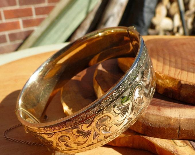 A 9K yellow gold, metal core, vintage bangle.