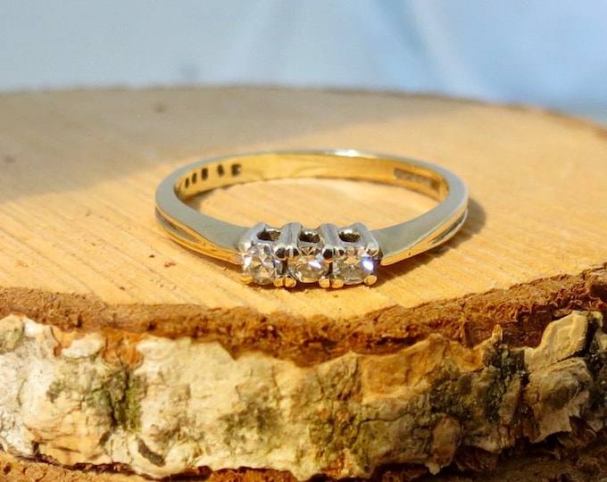 A fine vintage 9k yellow gold diamond trilogy ring