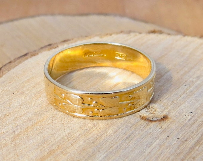 A petite 1960s 9K yellow gold band with laurel leaf design.