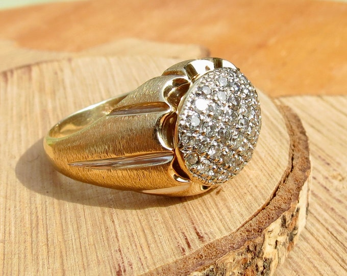 A Big 1 carat 10k yellow gold diamond cluster ring.