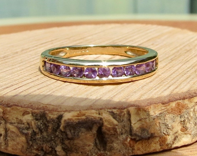 A vintage 9k yellow gold amethyst ring