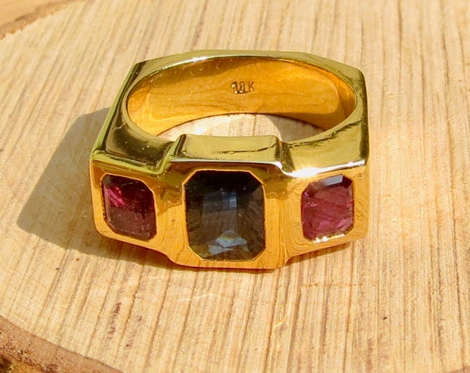 Heavy vintage 18K hand made yellow gold sapphire and ruby ring.