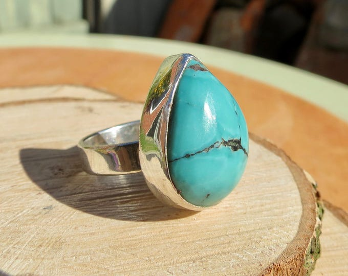 A vintage silver turquoise pear cabochon ring