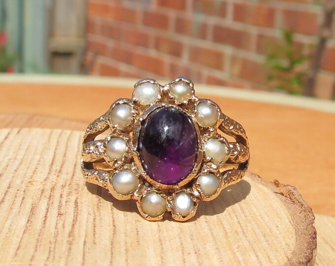 Gold amethyst ring. Antique 18K victorian yellow gold amethyst and pearl ring.
