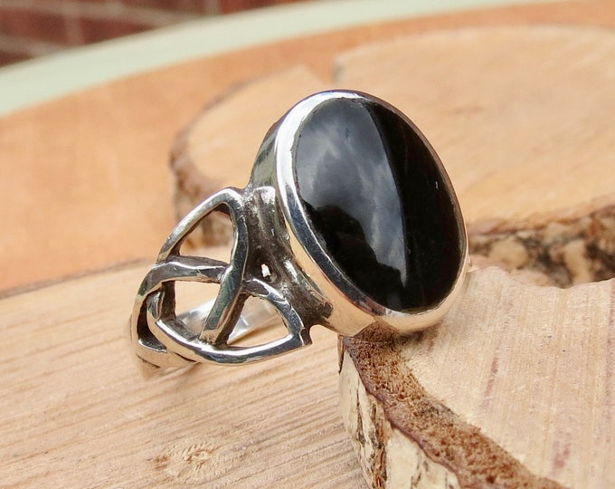 A silver black onyx ring