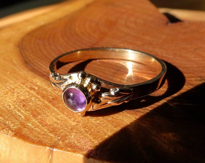Gold amethyst ring, vintage cabochon ring, 10K yellow gold.