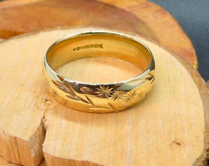Gold wedding ring, engraved, large engraved vintage wedding ring.