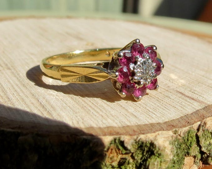 Vintage 18K yellow gold ruby and diamond daisy ring.