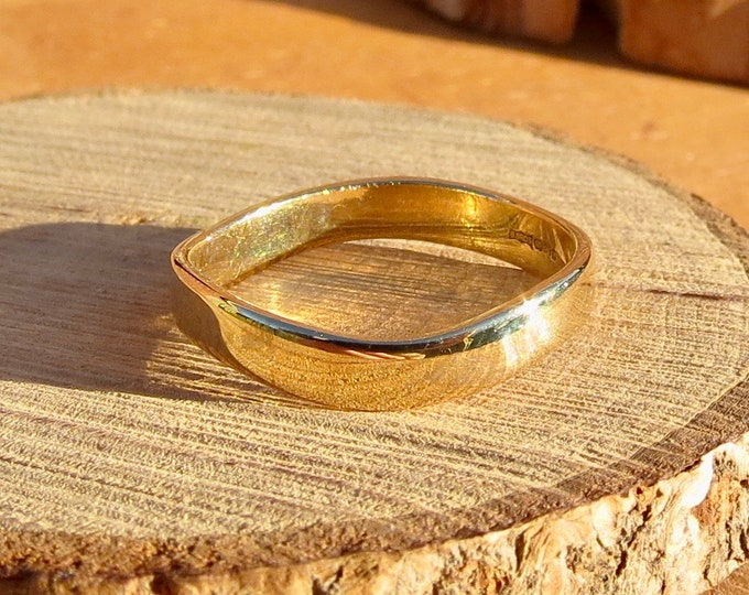 Gold wedding ring, flat turned square profile.