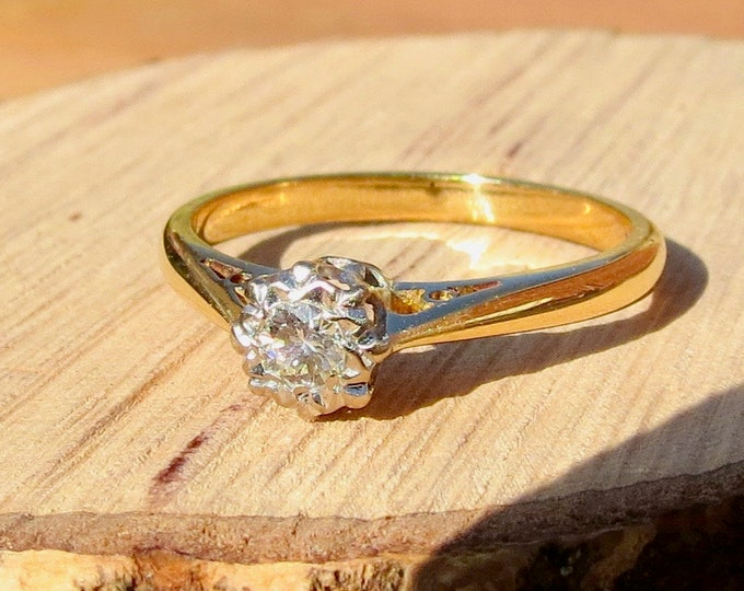 Gold diamond ring. A 18k yellow gold vintage diamond solitaire ring
