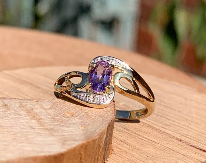 Gold amethyst ring, crossover style with diamond accents, 9K yellow gold.