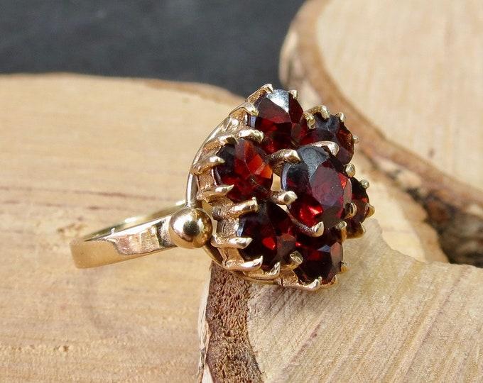 Vintage 9K yellow gold red garnet cluster ring