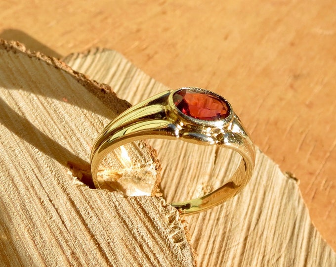 A vintage 9K yellow gold oval red garnet ring
