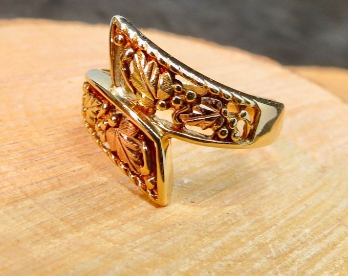 Gold ring, band, 10K decorated filigree 'fertility' band.