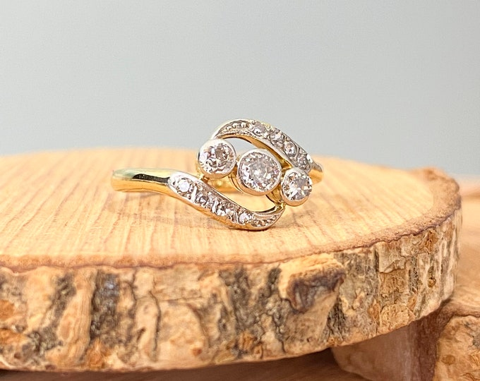 Gold diamond ring. Vintage 18k yellow gold trilogy diamond crossover ring. Smallish size, free resizing.
