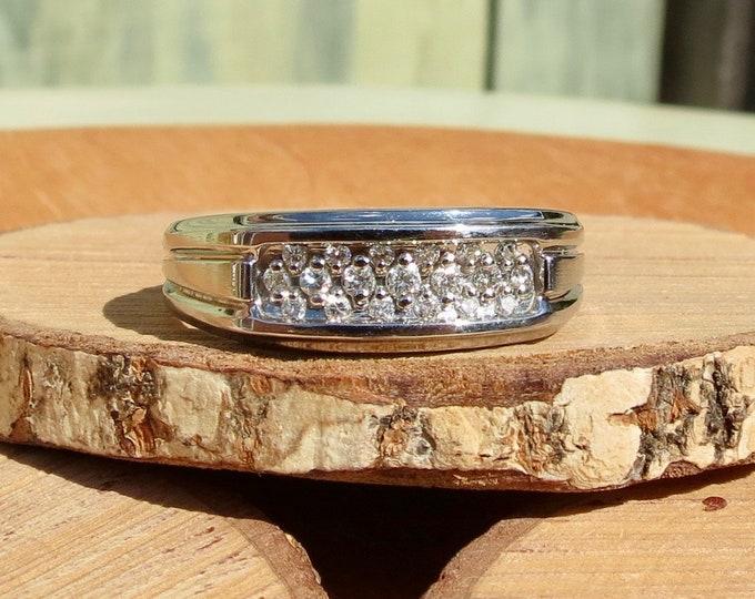 Gold diamond ring. A big 14K vintage white gold diamond ring.