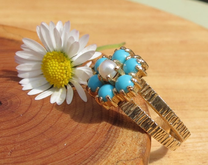 Gold turquoise ring. A fine vintage 9k yellow gold turquoise and pearl ring