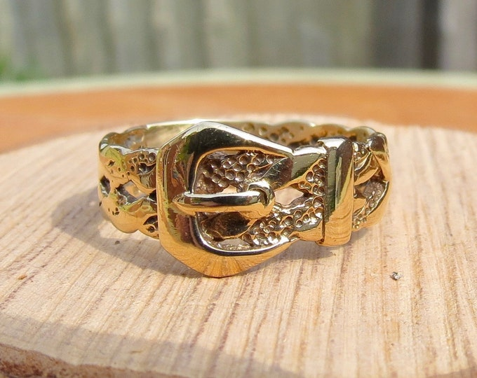 A 9K yellow gold decorated Buckle ring