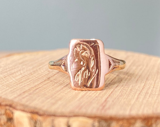 Gold signet ring. Art Deco 9K rose gold signet ring. Engraved Val with horse she and crop