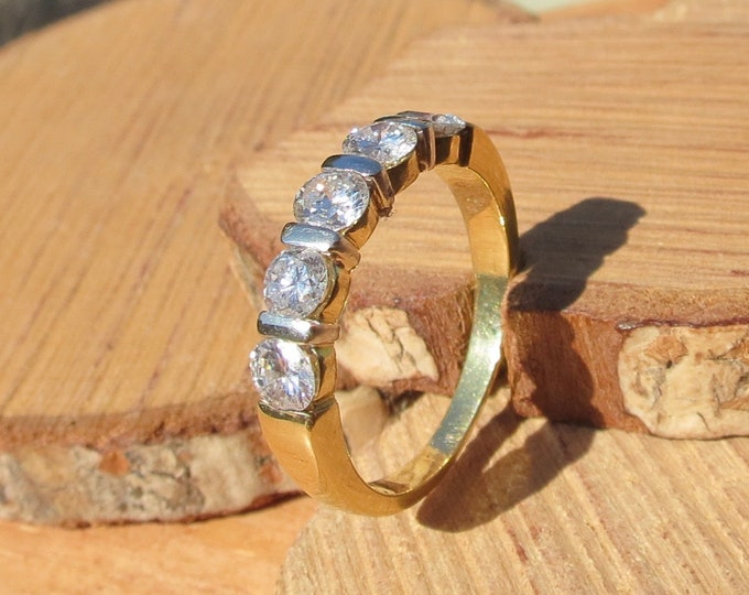 Gold diamond ring. 18k yellow gold 1 carat diamond five stone ring.