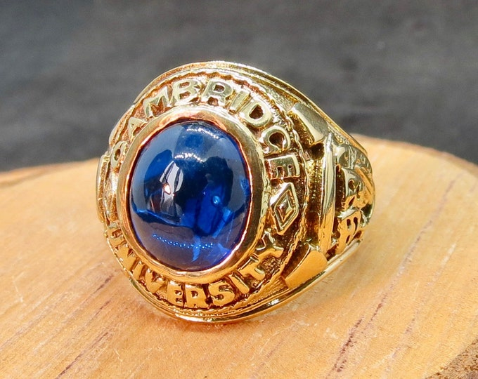 Gold fraternity ring, Cambridge University, Blue sapphire cabochon, large size.