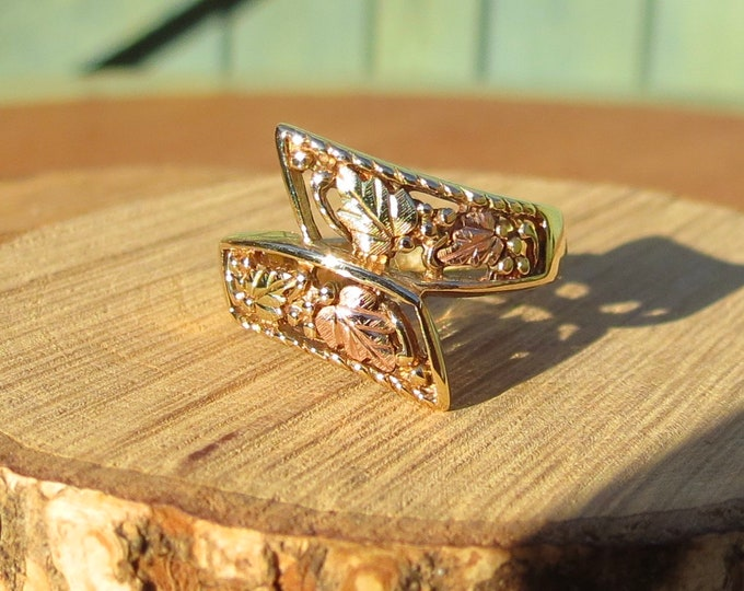 Gold fertility ring, 10K decorated grape vine filigree band.
