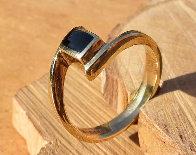 A vintage 9K yellow gold & black onyx ring