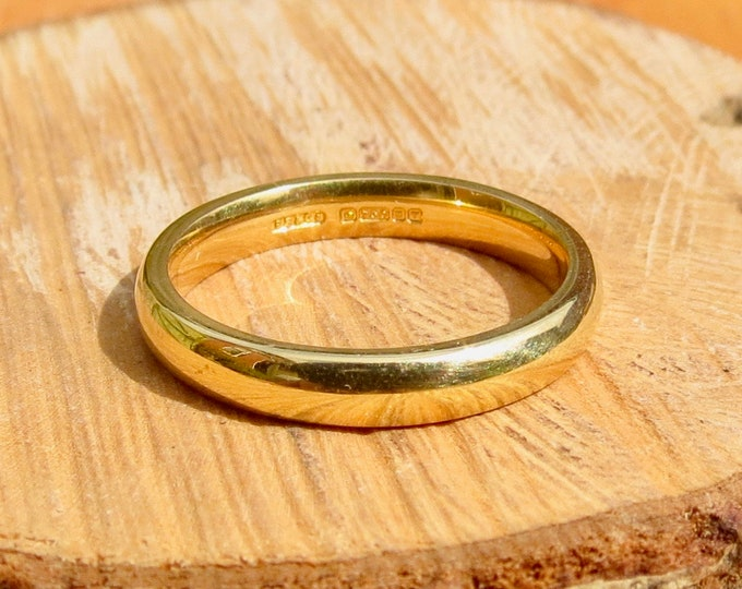 18K yellow gold court wedding band.