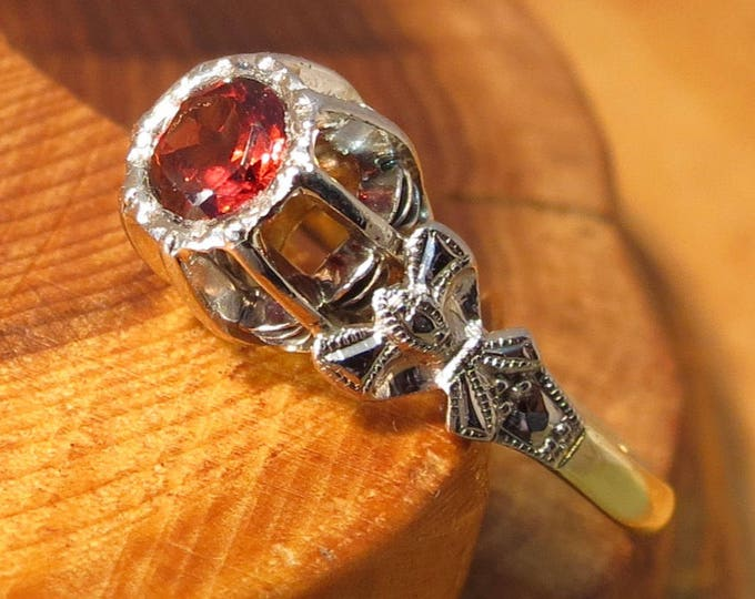 18K yellow Gold and Palladian and African garnet vintage solitaire ring