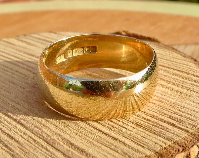 Gold wedding ring. Vintage wide 9K yellow gold court band, dates 1963.