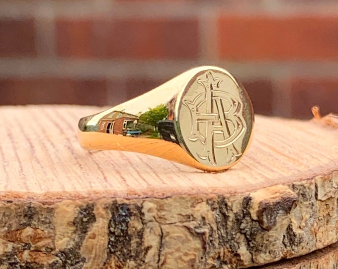 Gold signet ring. 1970 Vintage monogram, 9K yellow gold. Letters A and B
