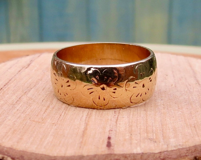 Gold wedding ring, Forget-me-not flower engraved, 1970 vintage 9K yellow gold