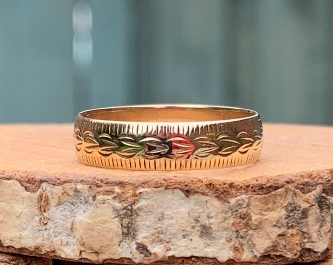 Gold wedding ring. 9K yellow gold engraved profile band.