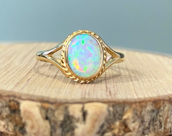 Gold opal ring. A 9k yellow gold welo opal cabochon ring