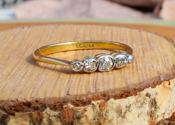 Antique 18k yellow gold and platinum, 'Swiss cut' graduated diamond ring.