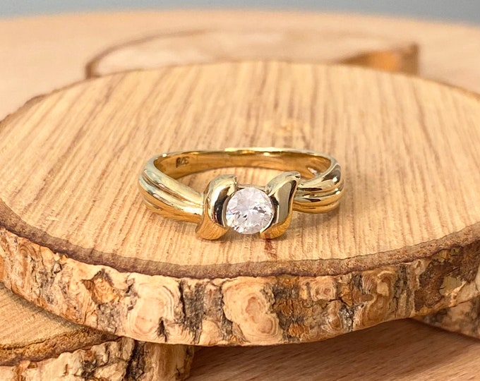 Gold diamond ring, 1/3 Carat brilliant cut solitaire diamond in a 9K yellow gold decorative setting.