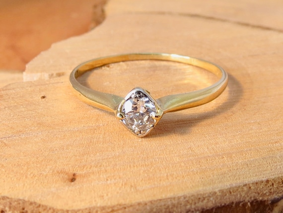 Antique 18k yellow gold &  platinum 1/4 carat diamond solitaire ring.