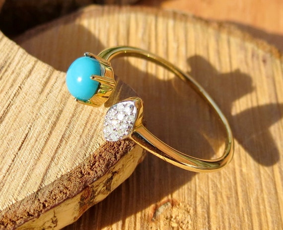 A fine 10k yellow gold turquoise and diamond ring