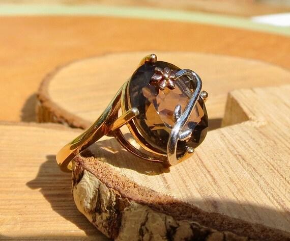 A vintage 9K yellow gold 3 carat smoky quartz ring