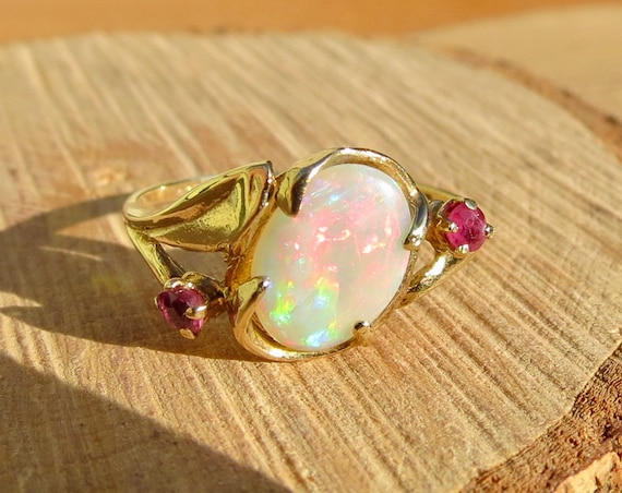 9K yellow gold opal cabochon and ruby ring