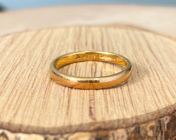 22K Gold ring, Petite vintage Art Deco court band made in 1939