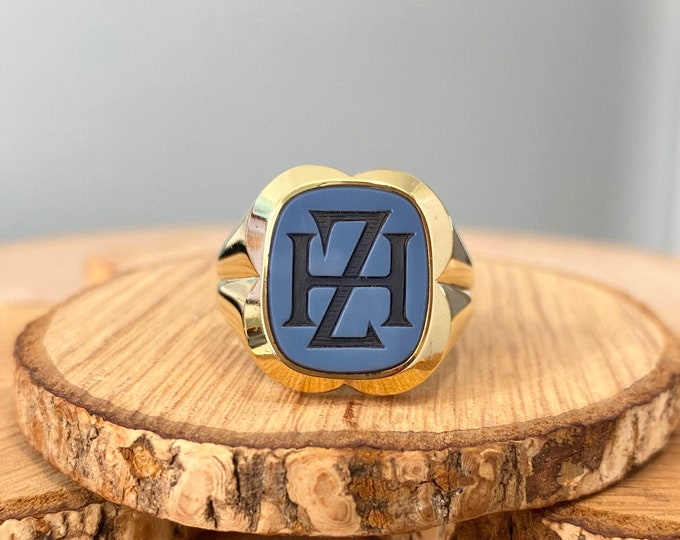 Gold signet ring. Big heavy 14K yellow gold blue agate engraved signet ring.