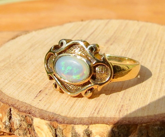 A vintage 9k yellow gold Ethiopian welo opal ring.