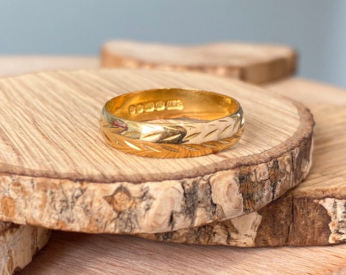 22K Gold ring, Vintage decorated band made in 1968