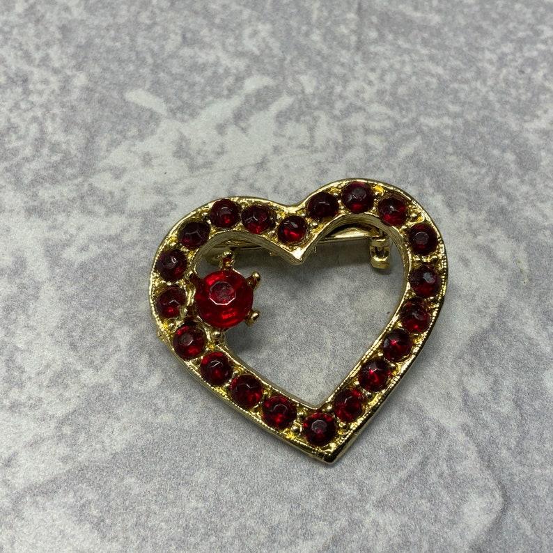 Vintage gold tone red rhinestone heart brooch