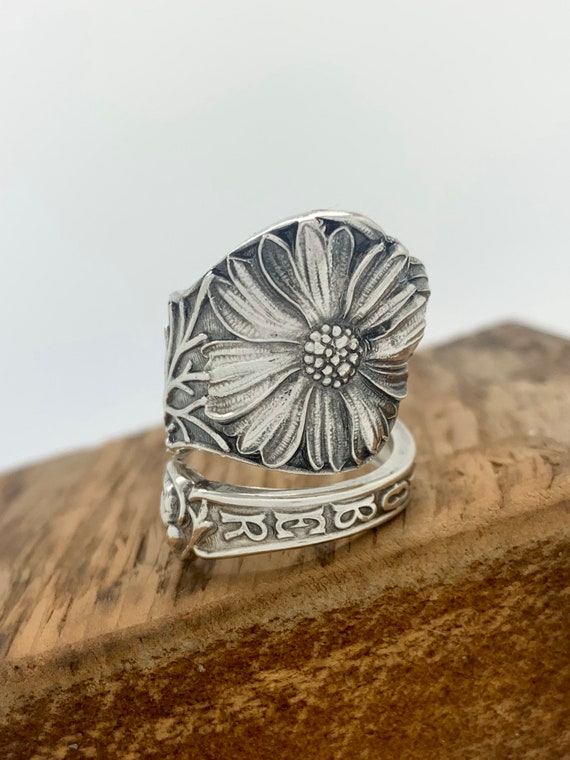 Size 8.5 Vintage Sterling Silver Daisy Spoon Ring, October