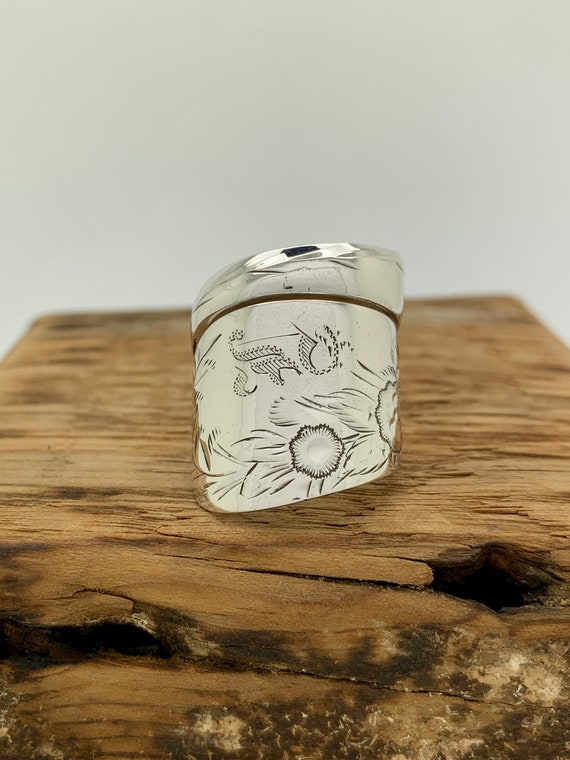 Size 8 Vintage Hand Engraved, Floral Sterling Silver Spoon Ring