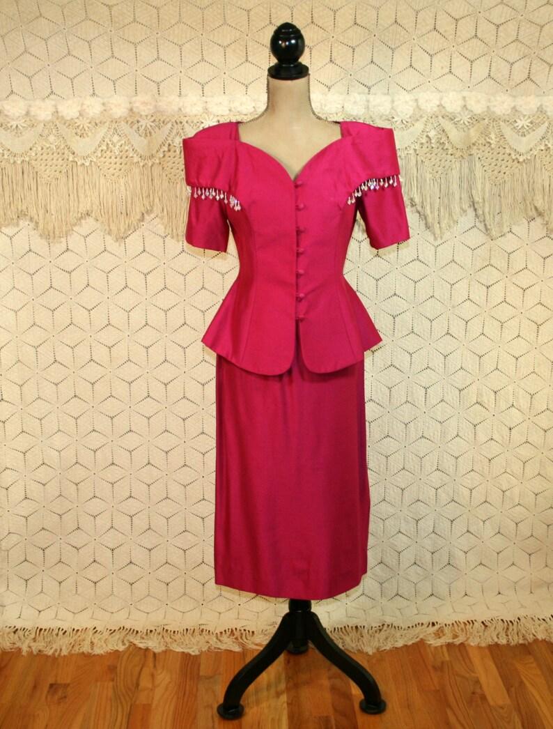ec432bee100b46 80 s jupe tailleur femme habillée formelle mère de la mariée manches  courtes Midi robe moyenne des années 1980 épaule tampons perlés vêtements  ...