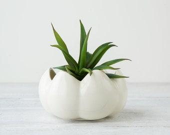 One Vintage White Planter - Ceramic Plant Pot - Flower Shaped Flower Pot - White Retro Flower Pot - White Decor - Plant Not Included
